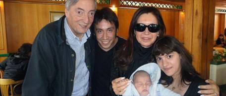 Según algunos foristas esta foto fue tomada dias previos al 'deceso' del ex-presidente, cuando se suponía CFK estaba enferma.