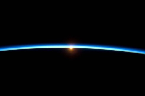 Thin_Line_of_Earth's_Atmosphere_and_the_Setting_Sun